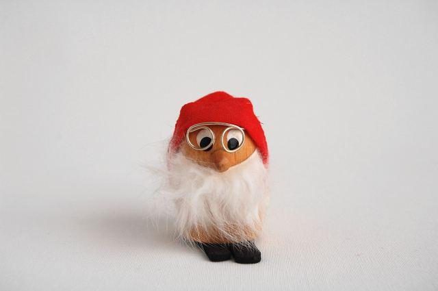 小人の木製人形/赤い帽子 (Sweden)