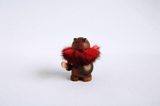 木製人形 バイキング/赤毛