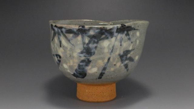 貞山作(有田焼雪笹図破り抹茶茶碗)