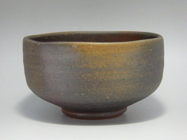 柴岡秀泉(備前緋襷磨き手抹茶茶碗)