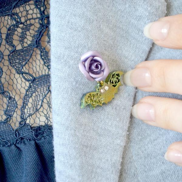 ピンバッジ ブローチ コウモリ 薔薇 バラ ばらグッズ