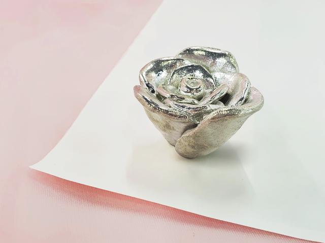 薔薇のペーパーウェイト