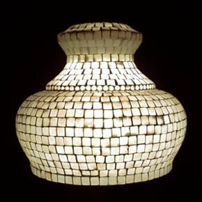 <送料無料>色鮮やかな小さなガラスを石膏に埋め込んで 1つ1つ手作りで造られたランプ。【ICTP950301】