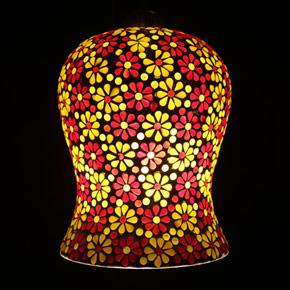 <送料無料>色鮮やかな小さなガラスを石膏に埋め込んで 1つ1つ手作りで造られたランプ。【JCIP470101】