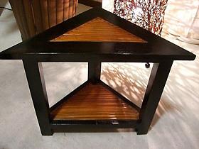 上級オシャレは、お部屋のコーナーまできっちりディスプレイ!三角形のサイドテーブル【LNT-059BR】《送料無料》