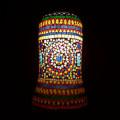 <送料無料>色鮮やかな小さなガラスを石膏に埋め込んで 1つ1つ手作りで造られたランプ。【ICTP6467】