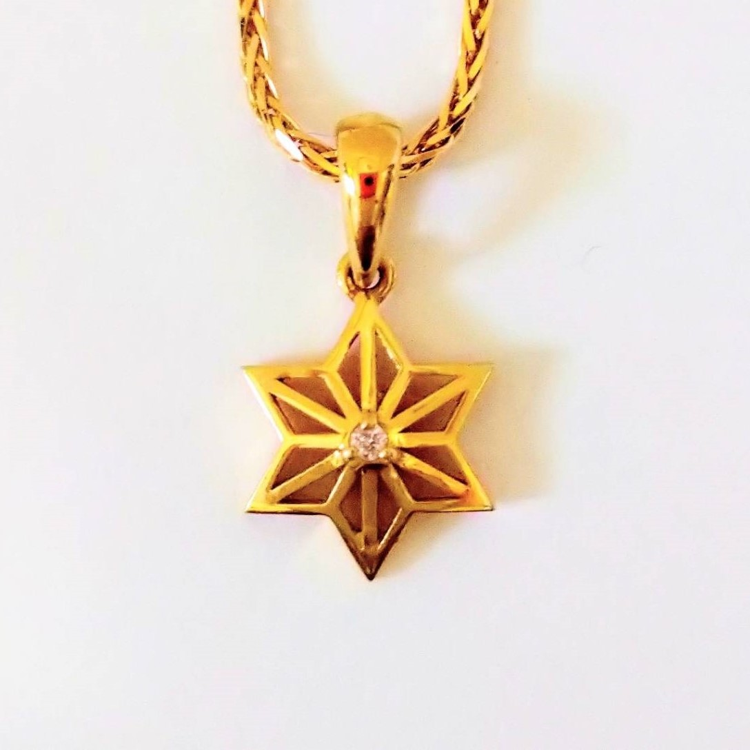 K18 フィメーザ麻の葉ペンダントトップ 星型