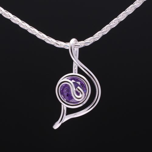 ムーン ジルコニア紫