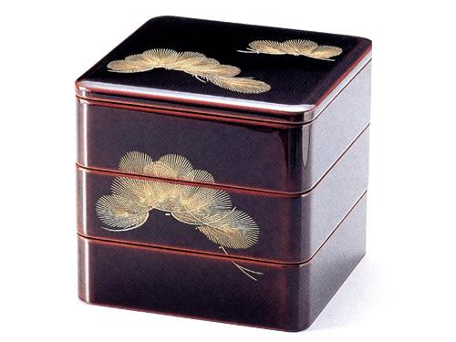 6.5三段重箱 沈金羽根松 溜内朱(製造中止) 木製 漆塗りお重箱