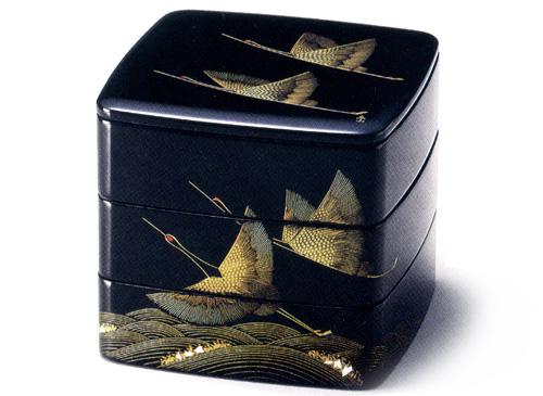 6.5胴張三段重箱 波に飛鶴 黒内朱(製造中止) 木製 漆塗りお重箱