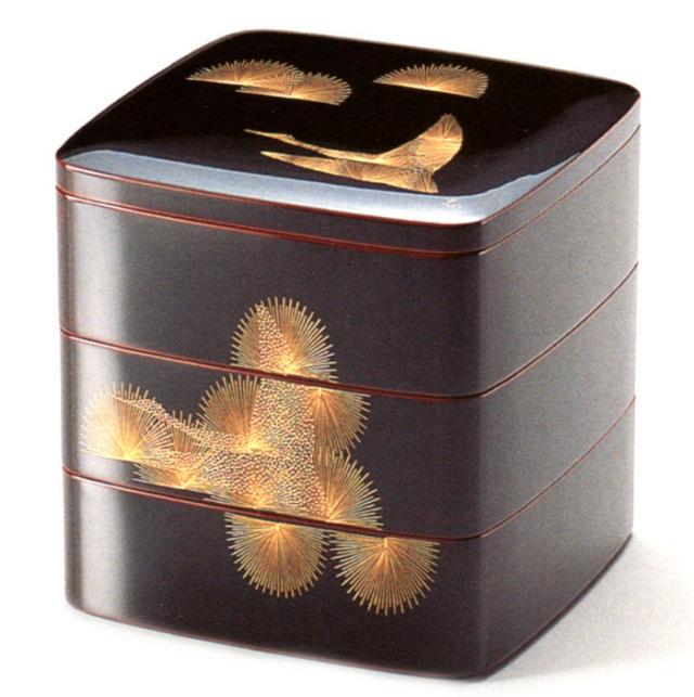 60合口胴張三段重箱 溜内朱 沈金 松に鶴 【送料無料】 漆塗りお重箱