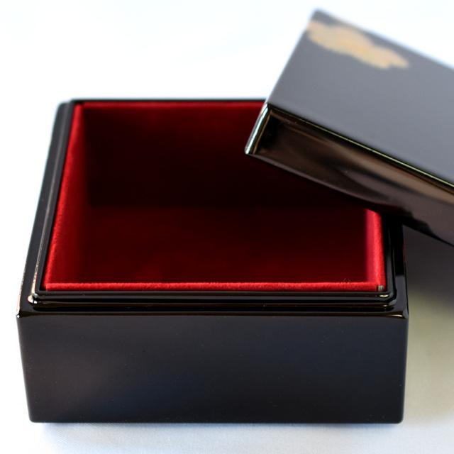 角小箱 紅白華