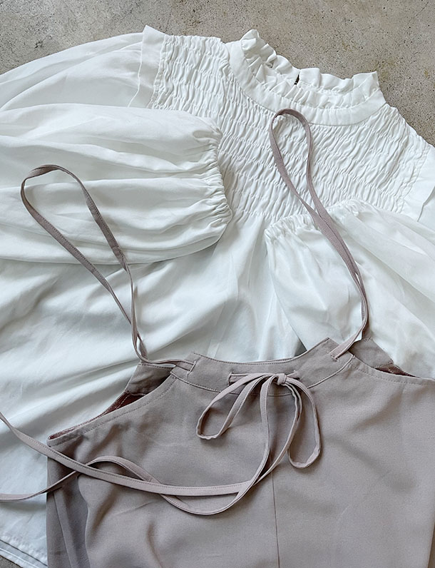 【重要/予約2月中旬入荷予定/着日指定不可】★春トク★ 『 人気が止まらない後ろ姿も可愛いサロペ・・・・ 』程よいフレアが綺麗。バッグリボンサロペットスカート