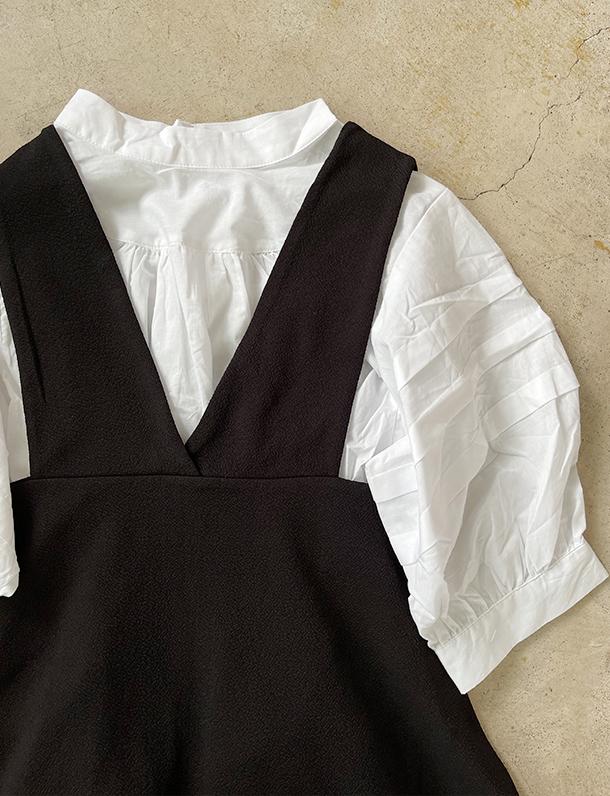 【重要/予約5月上旬入荷予定/着日指定不可】★春トク★ 『 シンプルで合わせやすい袖タックが普通とは違うブラウス・・・ 』フロントデザインと袖タックがオシャレ。ぽっこり袖ブラウス