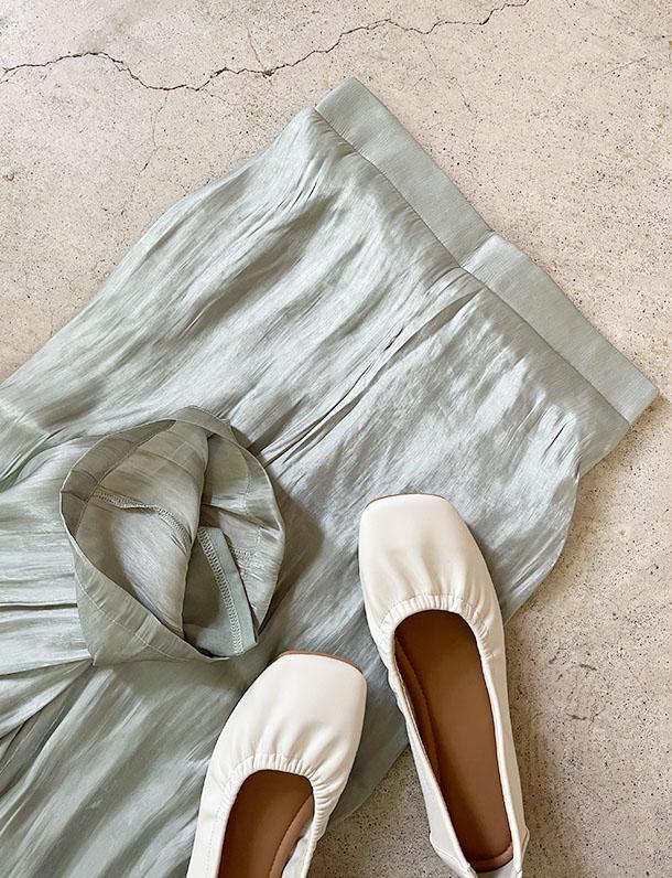 【イタフラバーゲン】 ほんのり光沢がキレイ!柔らか素材のシャイニーストレートパンツ