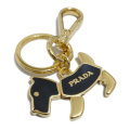プラダ 犬キーホルダー 黒×ゴールド PRADA