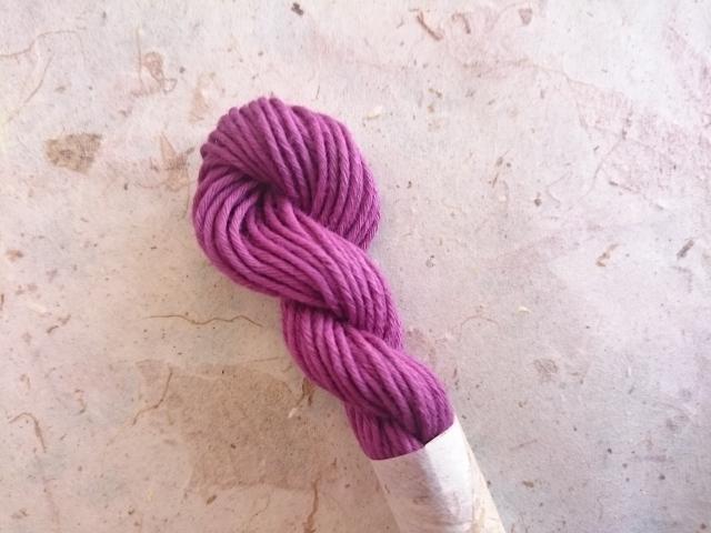 草木染 紫 糸 濃