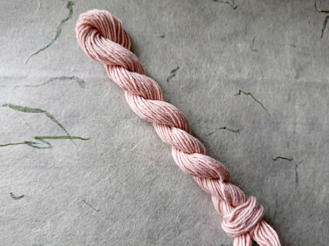 草木 染 糸 灰桜