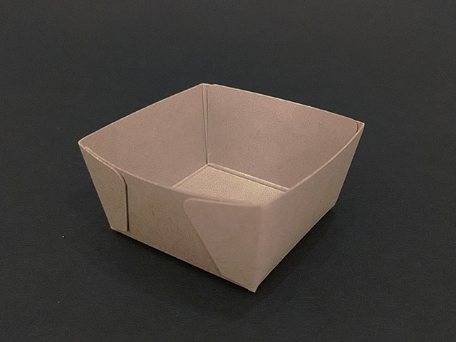 【在庫限定】プティガトー用紙トレー 40角×24H(100枚入)