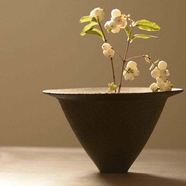 橋本忍 皹黒花器