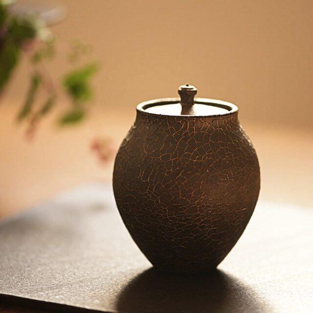 橋本忍 皹黒茶入れ
