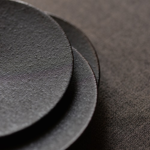 大野香織 黒釉プレート12.5cm