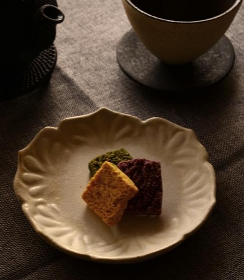 紫蓮 型押し菓子皿 花