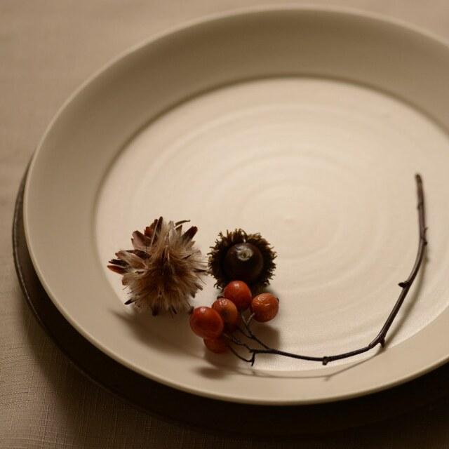 藤田千絵子 半磁 ivory リム皿 24cm(平皿)