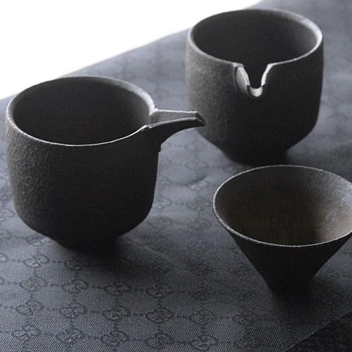 橋本忍 錆黒(sabikuro)片口注器
