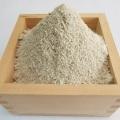 常陸秋そばの「さな粉」、外皮に近いザラつきのある蕎麦粉です。