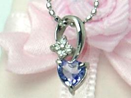 ハート型のタンザナイトと4粒のダイヤのお花がついたネックレス