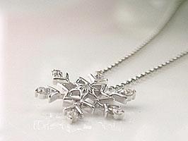 雪の結晶 K18WG ダイヤモンドネックレス