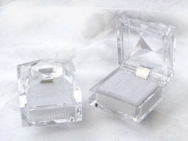 氷のような キレイな 透明ジュエリーケース(ネックレス リング ピアス)