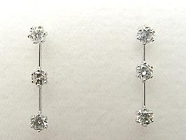K18WG(ホワイトゴールド)スリーストーンダイヤモンド0.6ctピアス