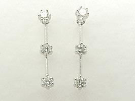 K18WG(ホワイトゴールド)スリーストーンダイヤモンド0.3ctピアス