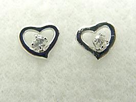 K18WG(ホワイトゴールド)ハート形のダイヤモンド0.06ctピアス