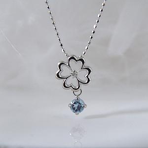 揺れるブルートパーズ(11月誕生石)ダイヤモンド フラワー 幸せの四葉クローバーネックレス K18WG【納期2-3週間】