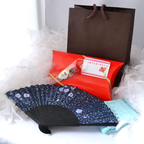 母の日ギフト 藍色の花柄の扇子せんすとハンカチタオルの母の日プレゼント ラッピング付