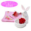 母の日 花 ギフト プリザーブドフラワー バラ ハンカチ 母の日のプレゼント( ウサギアレンジ赤バラ ハンカチ カーネーションラッピング 2点セット) y190030