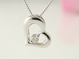 K18WG(ホワイトゴールド)ハートダイヤモンドプチネックレス