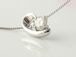 K18WG(ホワイトゴールド)まぁるい形がかわいいデザインのダイヤモンドネックレス