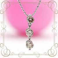 K18WG 『スリーストーン』ダイヤモンド・ネックレス(ダイヤモンド0.3CT)    [y070026]