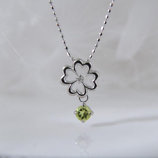 揺れるペリドット(8月誕生石)ダイヤモンド フラワー 幸せの四葉クローバーネックレス K18WG【納期2-3週間】
