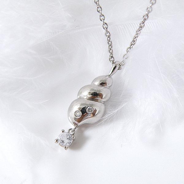 揺れるブルームーンストーン(6月誕生石) ダイヤモンドネックレス 幸せの貝形シェルペンダントネックレス【納期約1-2週間】