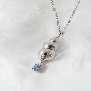 揺れるブルートパーズ(11月誕生石) ダイヤモンドネックレス 幸せの貝形シェルペンダントネックレス【納期約1-2週間】