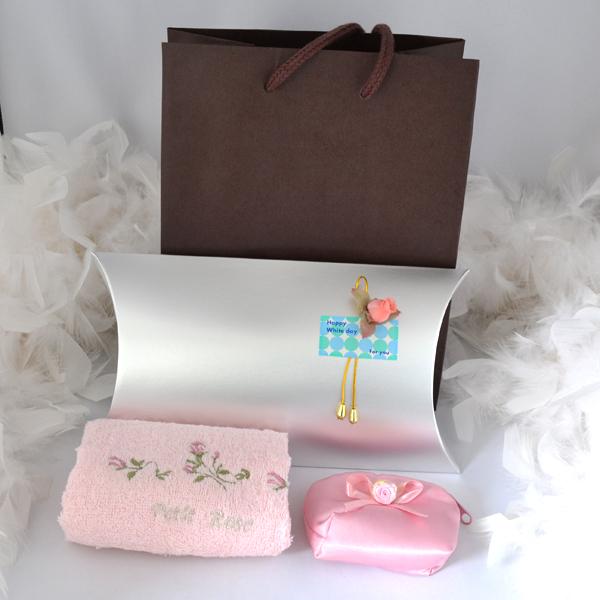 ホワイトデープレゼント バラ ハンカチ と ピンク お花 リボン ポーチ 【ポーチ付き ギフトセット】