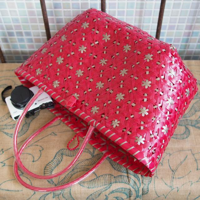 花まる編みのプラかご(赤×金色)