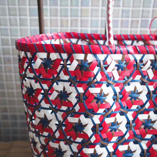 A961  花まる編みのプラカゴ★うまく混ざりました! XL (赤×白×茶色×紺色・インディゴ)