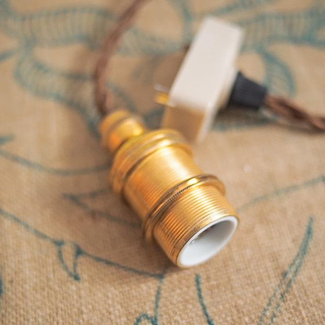 A1009 アンティーク仕様の真鍮製灯具◆英国式コードペンダント(引っかけシーリング)