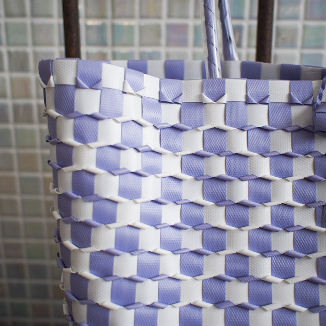 B0046 うろこ編みのプラカゴ   花菱 S (白×薄い紫)
